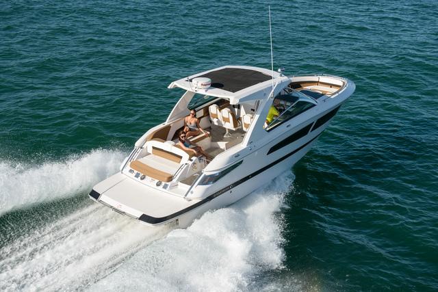 Four Winns Boat - Horizon 350 - Marine Servicenter - Yacht Sales